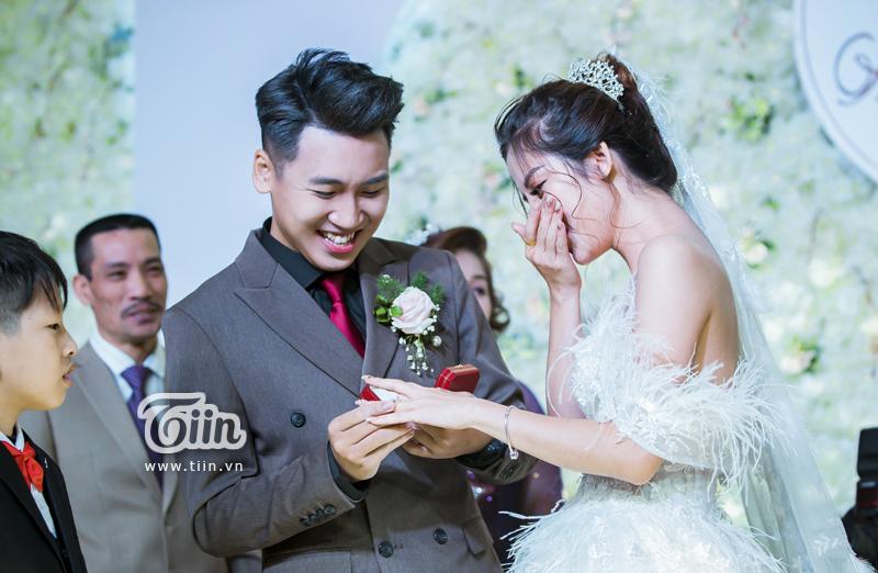 Huy Cung rạng rỡ trong đám cưới, làm Vlog ấn tượng dành tặng vợ 10