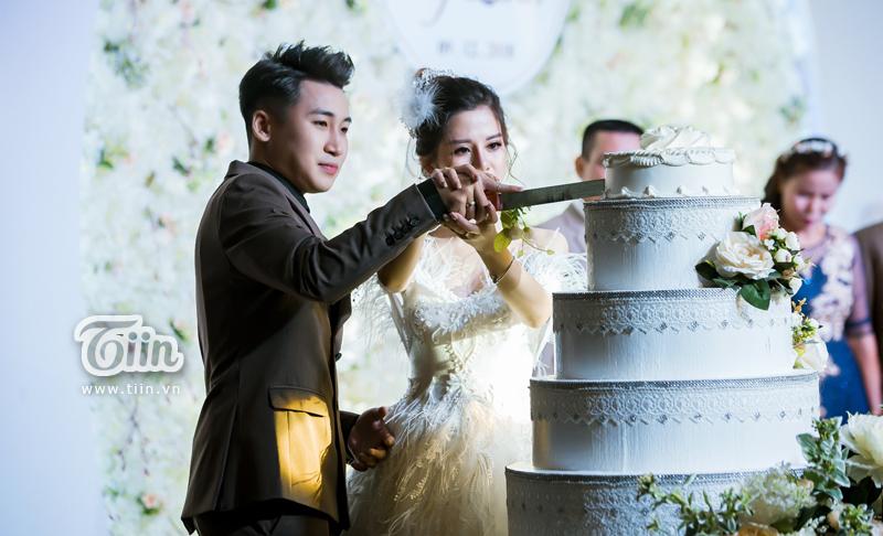 Huy Cung rạng rỡ trong đám cưới, làm Vlog ấn tượng dành tặng vợ 11
