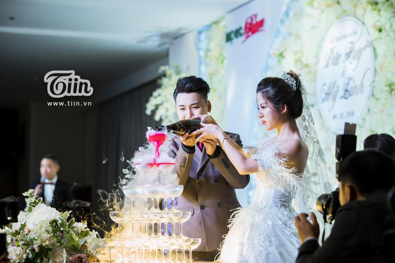 Huy Cung rạng rỡ trong đám cưới, làm Vlog ấn tượng dành tặng vợ 12