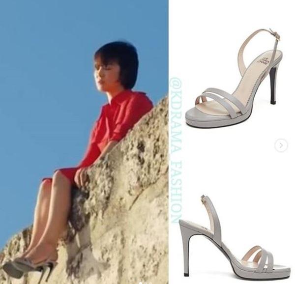 Đôi giày cao gót đến từ thương hiệuSuecomma được Cha Soo Hyun (Song Hye Kyo) diện có giá gần 7 triệu đồng.