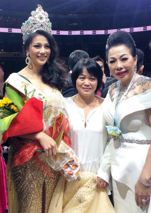 Cùng việc NTK Linh San bị tố 'mua' ghế giám khảo, rất nhiều thông tin bất lợi đang nhằm về hướng Tân Hoa hậu Trái đất 2018.