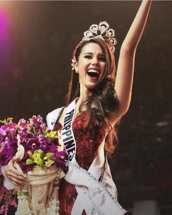 Tân Hoa hậu Hoàn vũ dùng trang sức tự thiết kế trên đấu trường nhan sắc quốc tế 2