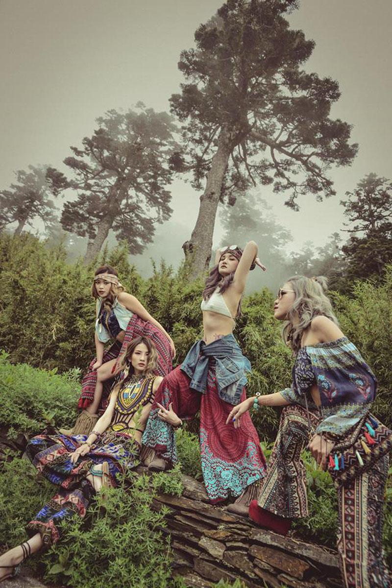 Sự thật về những bức ảnh 4 cô gái diện trang phục hở bạo, tạo dáng phản cảm gây phẫn nộ 10