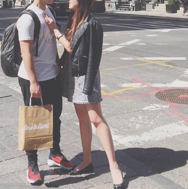 Trước đó, hot girl này chỉ đăng những bức ảnh đằng sau như vậy để 'giấu nhẹm' danh tính bạn trai.