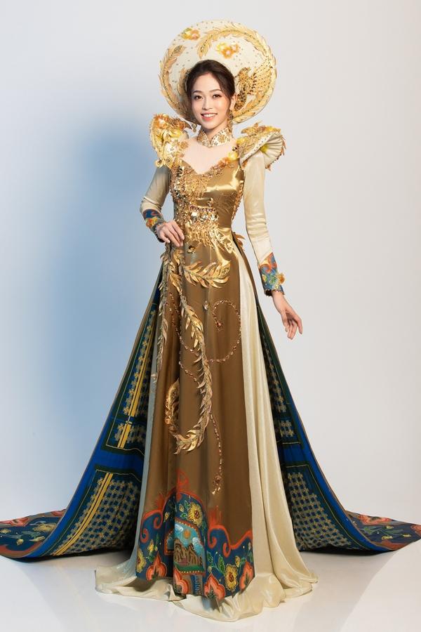 Bộ trang phục dân tộc Bùi Phương Nga có tên gọi 'Ngũ Phụng Tề Phi' do NTK Khánh Shynathực hiện.