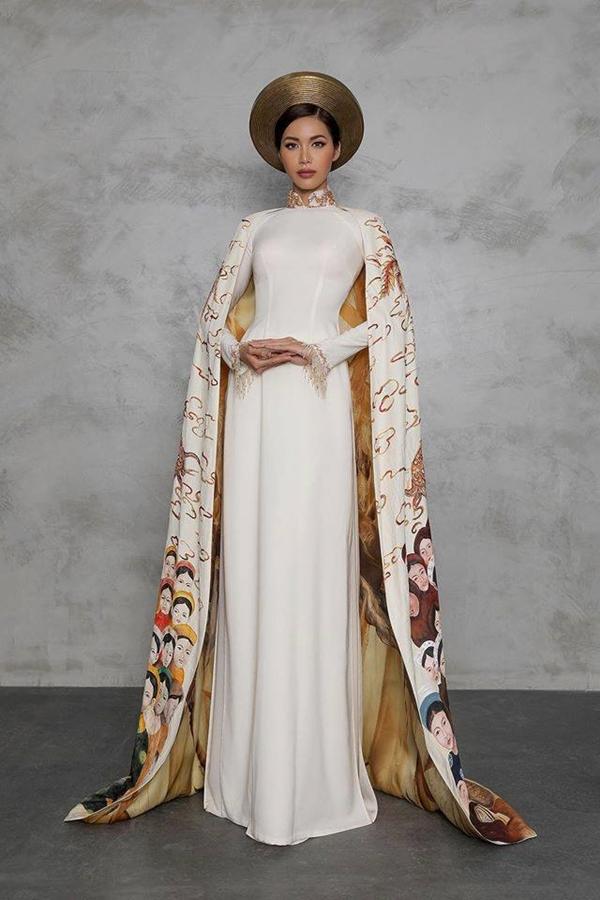 Siêu mẫu Minh Tú đem bộ áo dài có tên 'Con rồng cháu tiên'đến cuộc thi Hoa hậu Siêu quốc gia 2018.