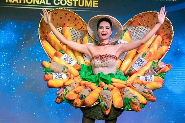 Sự phá cách táo bạo của thiết kế 'bánh mì' đã giúpH'Hen Niê lọt Top 10 trang phục dân tộc đẹp nhất tạiMiss Universe 2018.