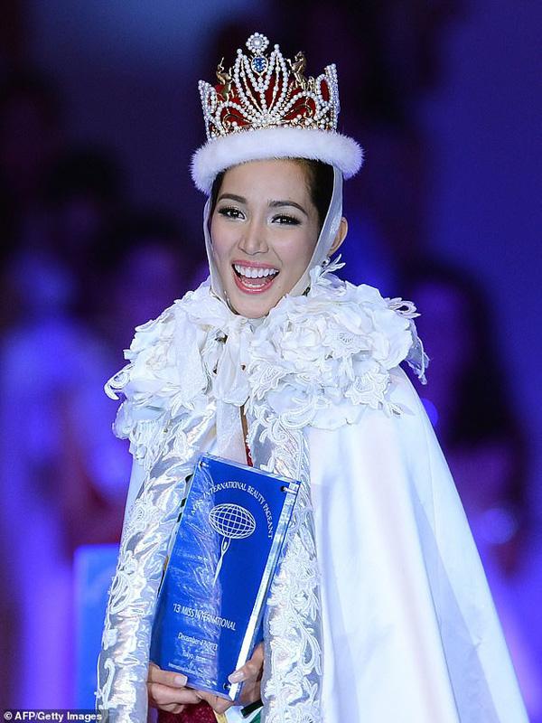 Bea khi đăng quang Hoa hậu quốc tế năm 2013
