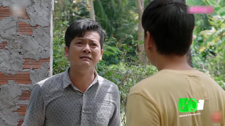 Công khóc lóc kể tội tại bà Mai mà Hương không đến gặp Tường đúng giờ, tại bà Mai mà Hương không được gặp Tường lần cuối.