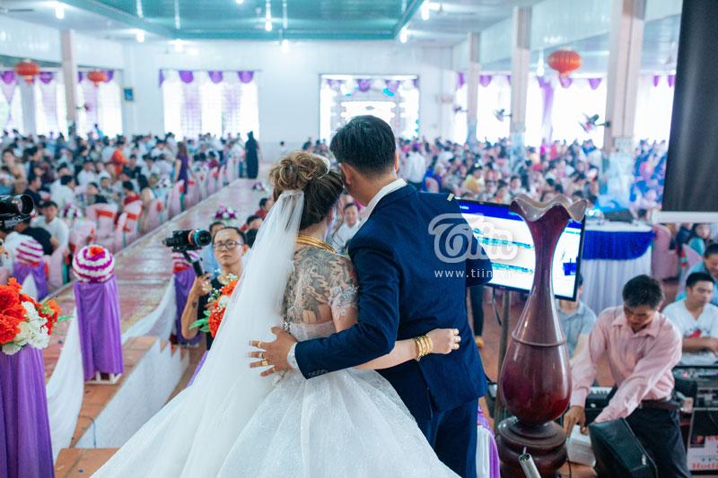 Cuộc sống hôn nhân sắp tới sẽ còn nhiều khó khăn, cặp đôi hứa sẽ nắm tay cùng bước qua tất cả.