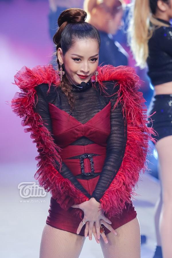 Mang hai bản hit lên sân khấu chung kết The Face Việt Nam 2018 nhưng Chi Pu lại khiến dân mạng 'la ó' vì lý do này! 2