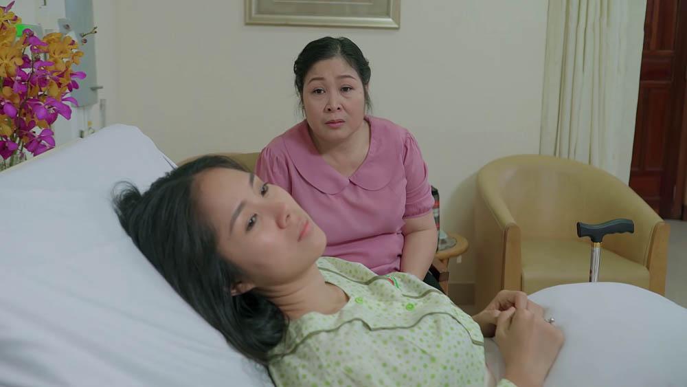 Bà Mai nén cơn đau gắng gượng đến bệnh viện thăm con gái