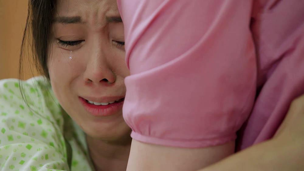 Hương vỡ òa khóc gọi 'Mẹ ơi'