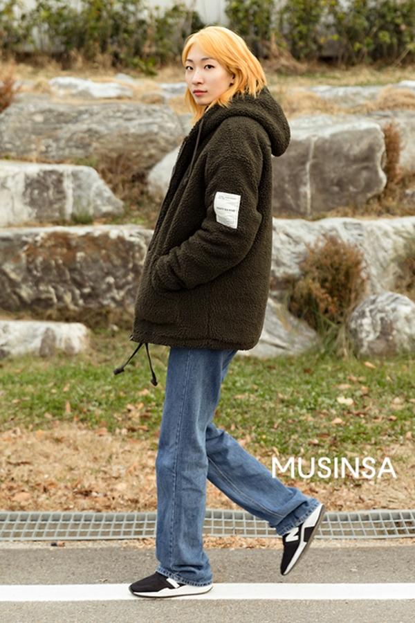 Áo khoác gấu bông Teddy chính là chiếc áo khoác đáng sắm nhất mùa đông này bởi nhờ nó, bạn có thể làm mới phong cách đơn giản quen thuộc.