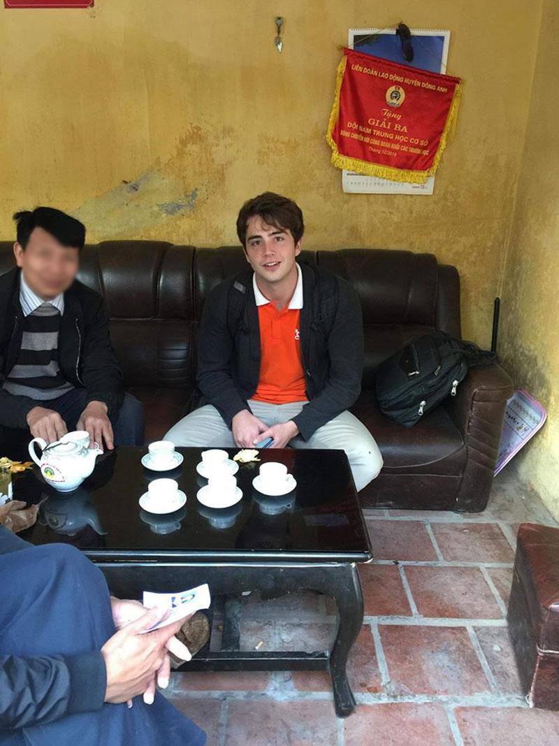 Chân dung thầy giáo Tây điển trai khiến nhiều học sinh 'đứng ngồi không yên'. (Ảnh: Hoàng Thùy Dung/Trường Người Ta)