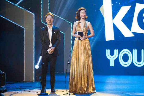 Mỹ Linh khoe trọn lưng trần, vai thon trên thảm đỏ Keeng Young Awards 2018 3