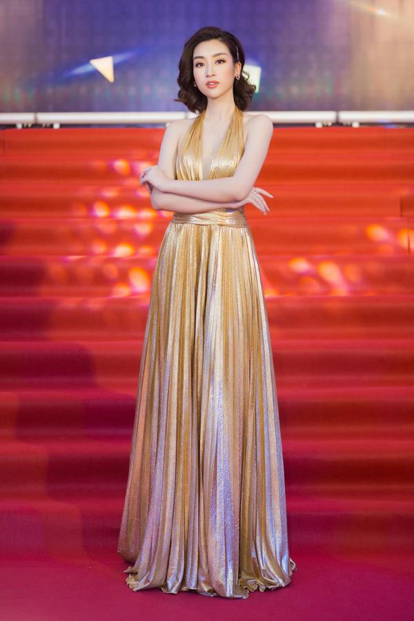 Mỹ Linh khoe trọn lưng trần, vai thon trên thảm đỏ Keeng Young Awards 2018 7