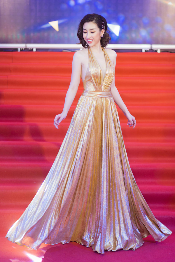 Mỹ Linh khoe trọn lưng trần, vai thon trên thảm đỏ Keeng Young Awards 2018 10