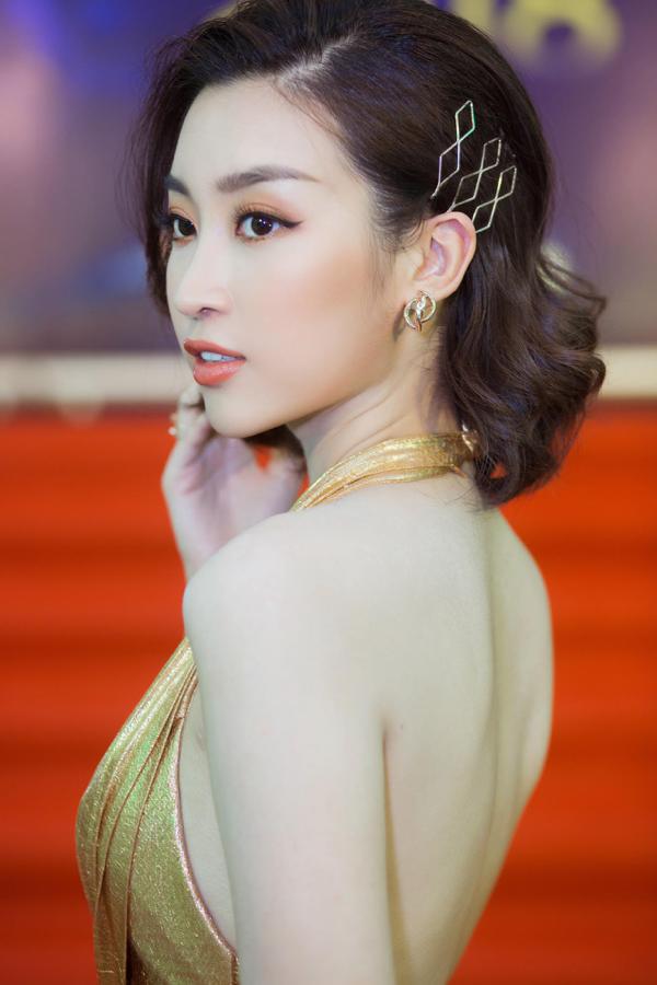 Mỹ Linh khoe trọn lưng trần, vai thon trên thảm đỏ Keeng Young Awards 2018 12