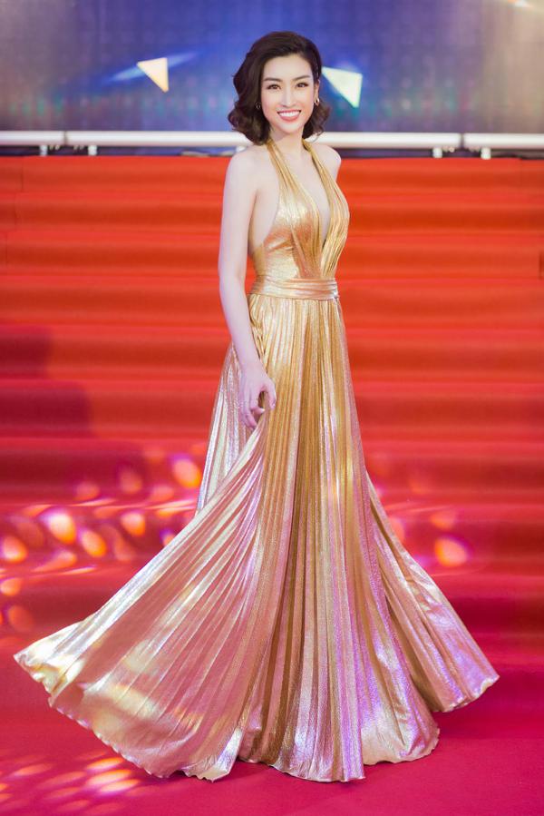 Mỹ Linh khoe trọn lưng trần, vai thon trên thảm đỏ Keeng Young Awards 2018 11