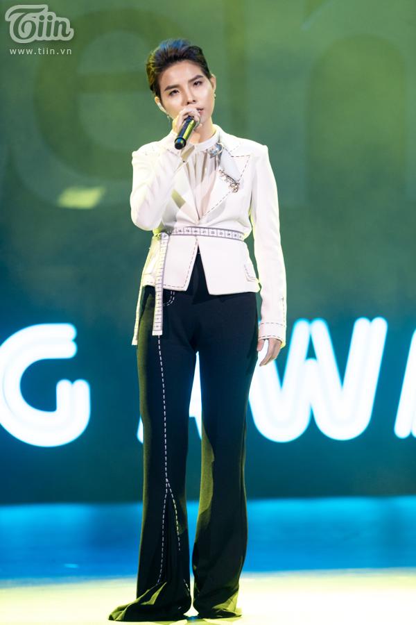 'Lụi tim' với chùm ảnh nhiều cảm xúc của Vũ Cát Tường trên sân khấu Keeng Young Awards 2018 7