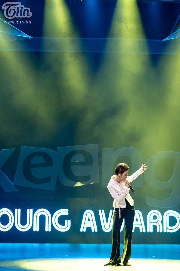 'Lụi tim' với chùm ảnh nhiều cảm xúc của Vũ Cát Tường trên sân khấu Keeng Young Awards 2018 6
