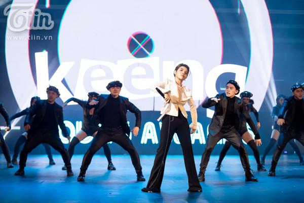 'Lụi tim' với chùm ảnh nhiều cảm xúc của Vũ Cát Tường trên sân khấu Keeng Young Awards 2018 8