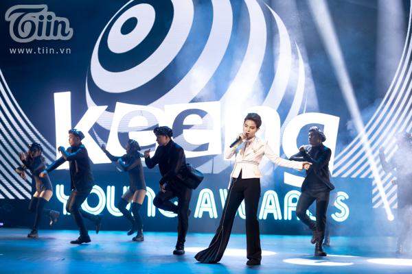 'Lụi tim' với chùm ảnh nhiều cảm xúc của Vũ Cát Tường trên sân khấu Keeng Young Awards 2018 11