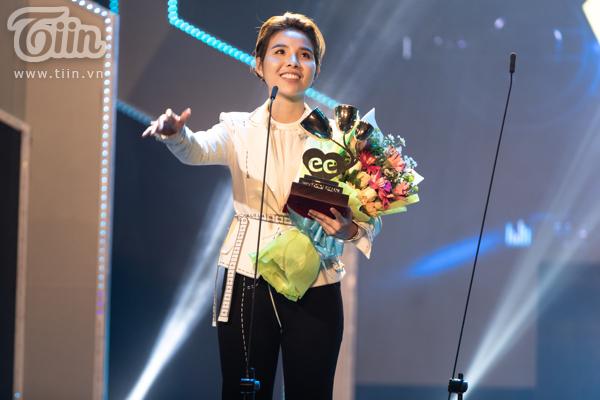 'Lụi tim' với chùm ảnh nhiều cảm xúc của Vũ Cát Tường trên sân khấu Keeng Young Awards 2018 12