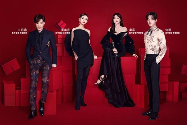 Trong poster quảng bá cho Guerlain cùng với các diễn viên của bộ phim ăn khách Diên Hi Công Lược, Ngô Cẩn Ngôn vô tình để lộ nhược điểm thân hình 'cò hương' khi diện chiếc váy đen ôm dáng này