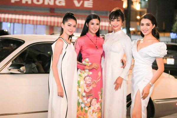 Dàn người đẹp Mâu Thủy, Thùy Dung, Lệ Hằng đến ủng hộ Ngọc Hân trong buổi ra mắt BST.