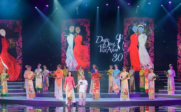 Mâu Thủy, Thùy Dung, Lệ Hằng dự ra mắt bộ sưu tập áo dài của Hoa hậu Ngọc Hân 2