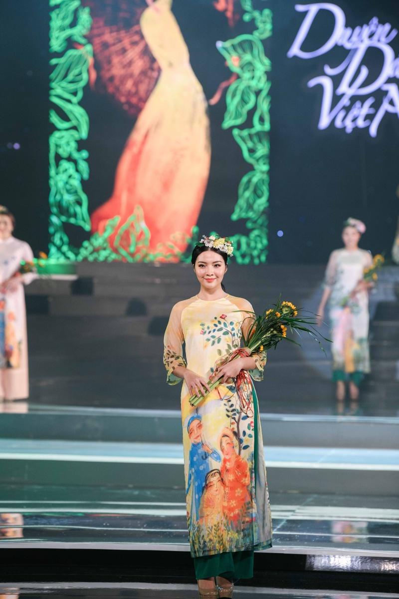 Mâu Thủy, Thùy Dung, Lệ Hằng dự ra mắt bộ sưu tập áo dài của Hoa hậu Ngọc Hân 3