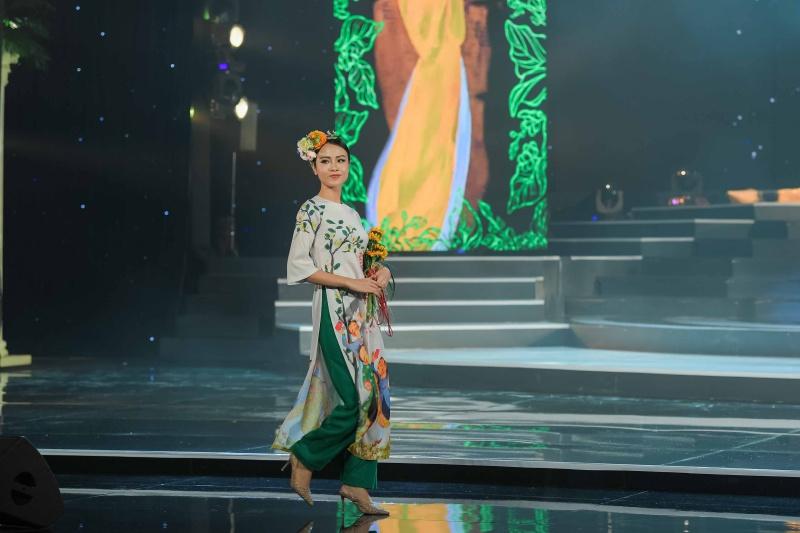 Mâu Thủy, Thùy Dung, Lệ Hằng dự ra mắt bộ sưu tập áo dài của Hoa hậu Ngọc Hân 4