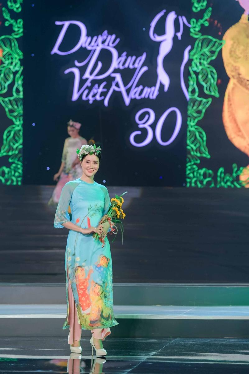 Mâu Thủy, Thùy Dung, Lệ Hằng dự ra mắt bộ sưu tập áo dài của Hoa hậu Ngọc Hân 5