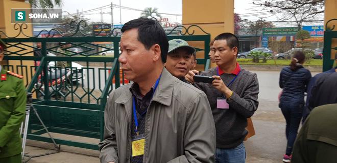 Trương Quý Dương, nguyên giám đốc BVĐK tỉnh Hòa Bình đến tòa.