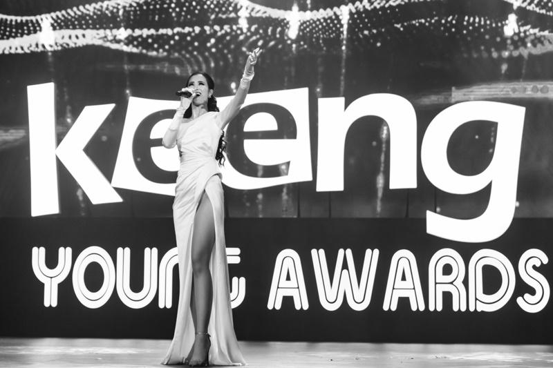 Đông Nhi và khoảnh khắc đáng nhớ trên sân khấu Keeng Young Awards.