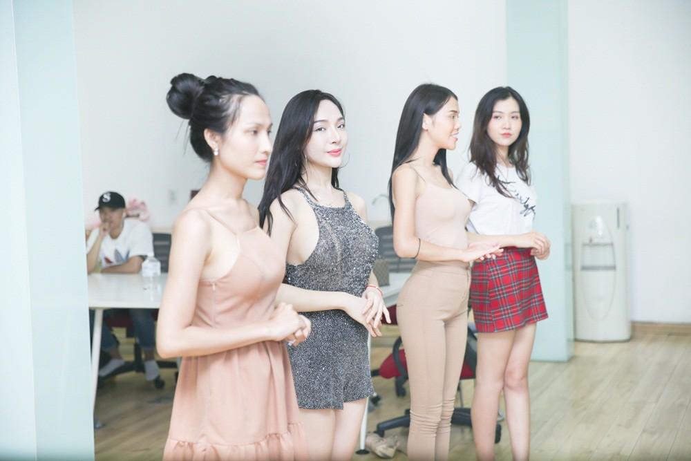 Chiêm ngưỡng dàn mỹ nhân chuyển giới kế nhiệm Hương Giang tại The Tiffany Vietnam 8