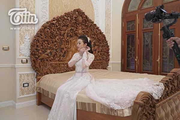 Cô dâu Thu Hương
