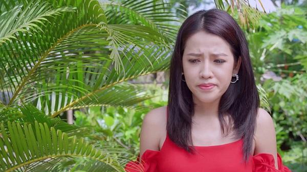 Trinh tái mặt khi nghe ba chị em Hương nói Quang sắp bỏ mình.