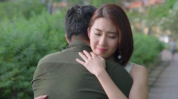 Hân yêu cầu Kiệt ôm cô lần cuối, trước khi Hân đưa ra quyết định cuối cùng