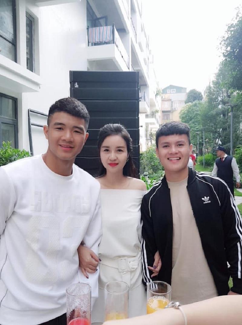 Ngoài Quang Hải, cô Thu Trang rất thân thiết với các cầu thủ Việt Nam khác