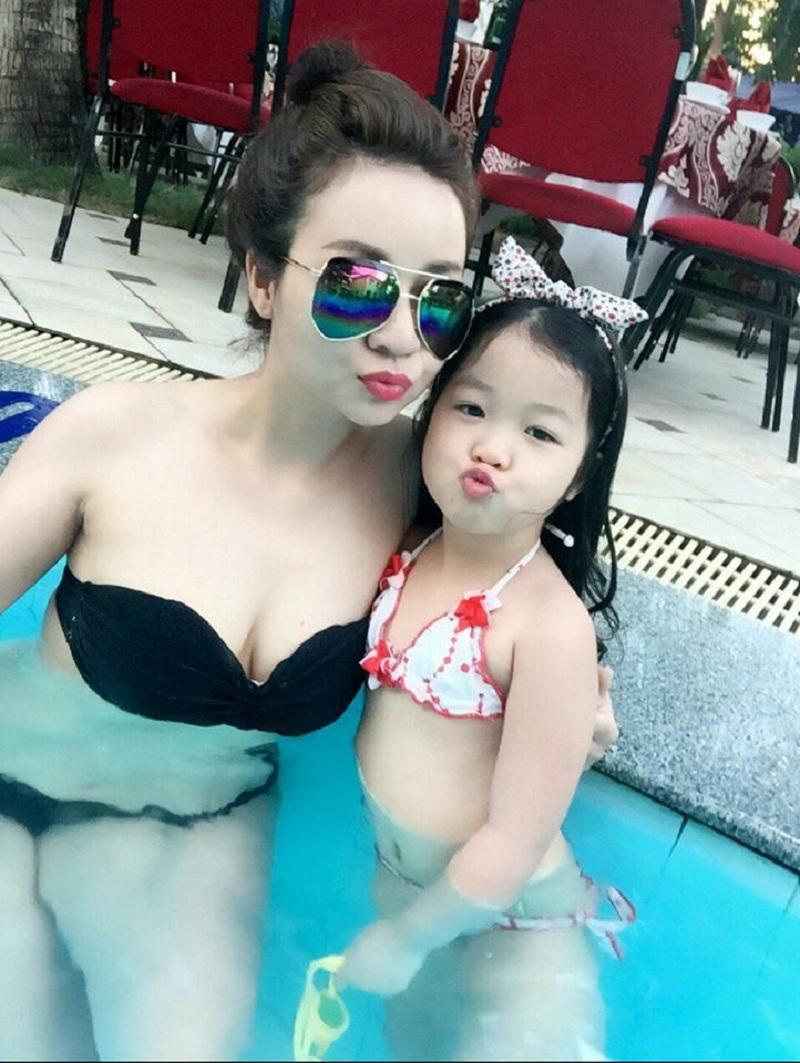 Dù đã U40 nhưng cô Thu Trang vẫn sở hữu những đường cong thời con gái