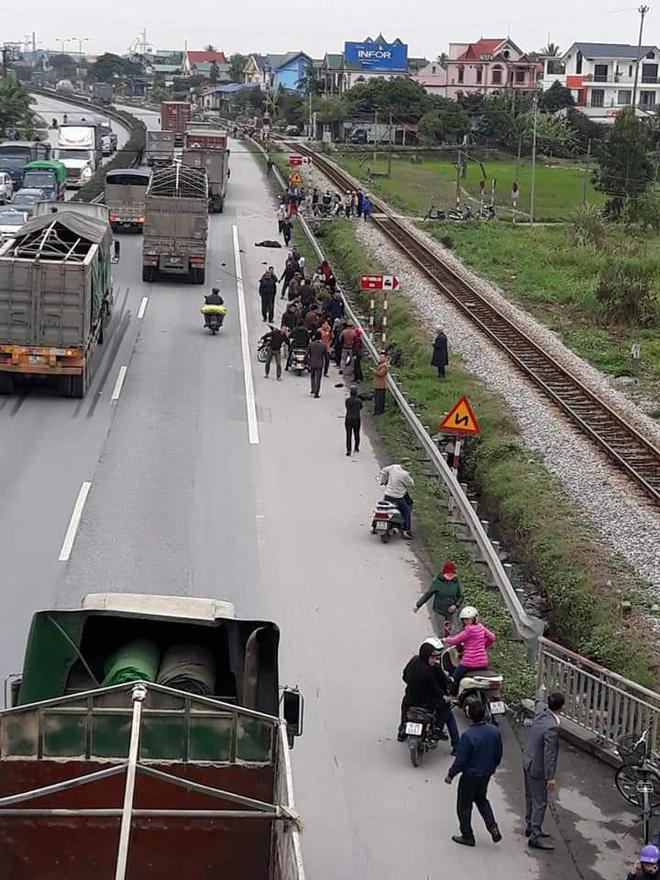 Tai nạn thảm khốc ở Hải Dương: Đoàn người đi đưa tang bị xe tải đâm, 8 người tử vong 0