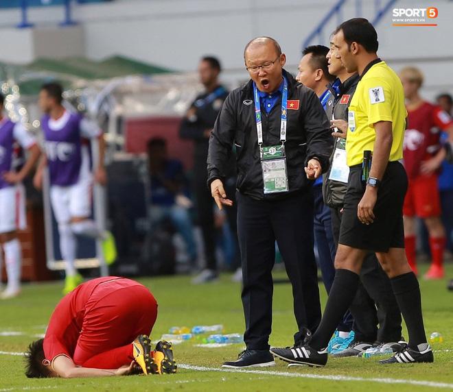 HLV Park Hang-seo từng nhiều lần bức xúc với các quyết định của trọng tài tại vòng bảng và vòng 1/8 Asian Cup 2019. Ảnh: Tùng Lê.