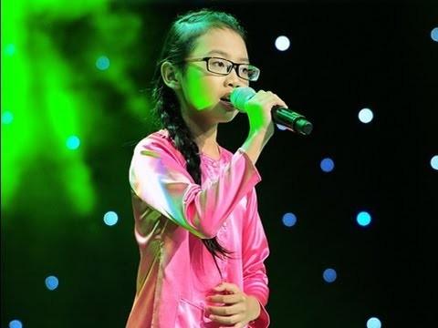 Phương Mỹ Chi gây bão mạng từ ca khúc Quê em mùa nước lũtrong cuộc thi The voice kid 2013.