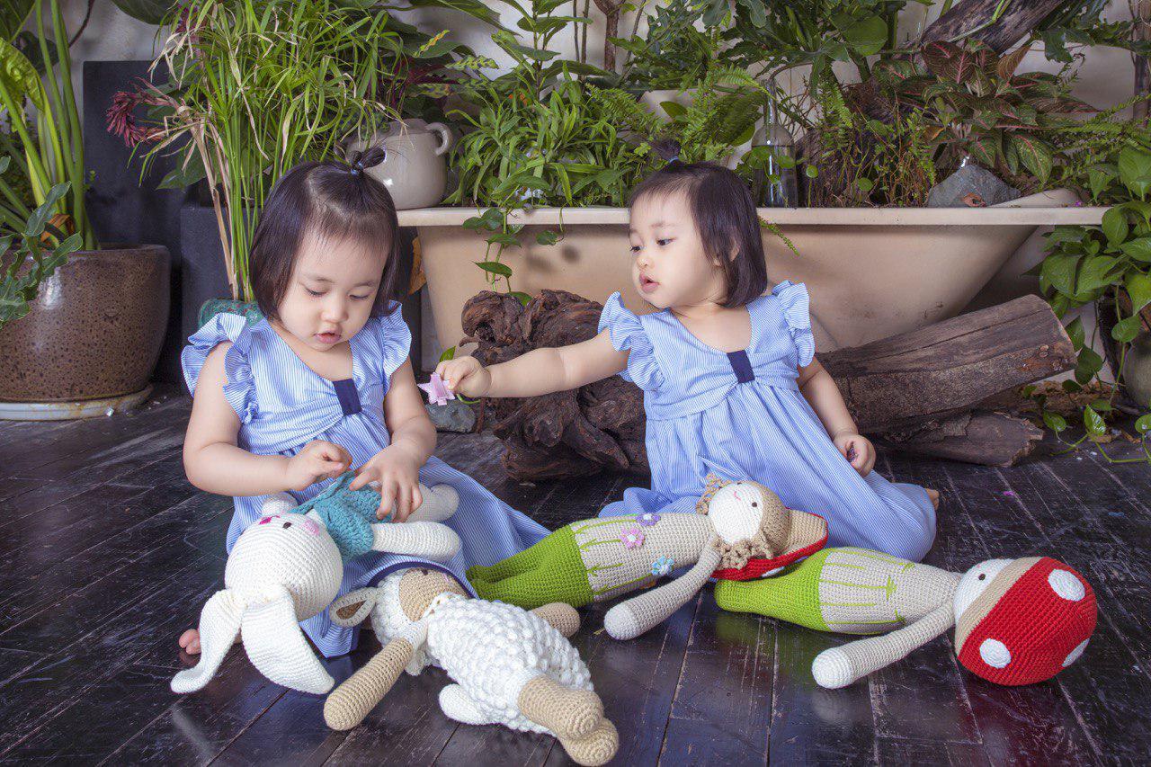 Điều thú vị chưa kể về cặp bé gái sinh đôi đáng yêu của vợ chồng Minh - Nhântrong 'Gạo nếp gạo tẻ' 3