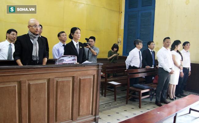 Ông Đặng Lê Nguyên Vũ và vợ không một lần ngoảnh mặt nhìn nhau tại phiên tòa xử ly hôn 0