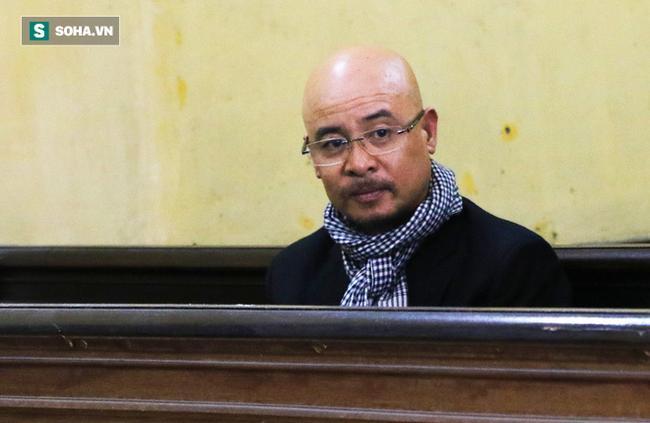 Ông Đặng Lê Nguyên Vũ và vợ không một lần ngoảnh mặt nhìn nhau tại phiên tòa xử ly hôn 3