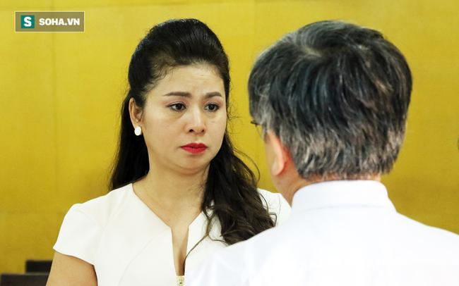 Ông Đặng Lê Nguyên Vũ và vợ không một lần ngoảnh mặt nhìn nhau tại phiên tòa xử ly hôn 5